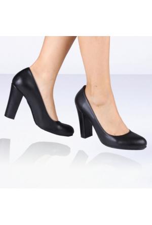 İnce Topuk Siyah Deri Topuklu Ayakkabı