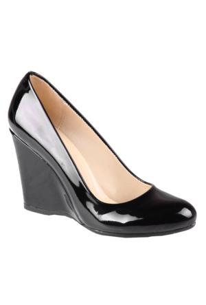 İnce Topuk Siyah Rugan Dolgu Topuk Ayakkabı