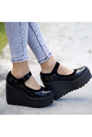 İnce Topuk Siyah Deri Dolgu Topuk Ayakkabı