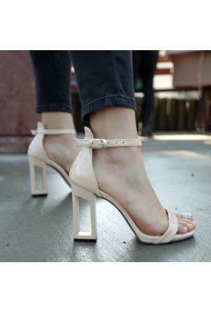 İnce Topuk Çerçeve Topuklu Ayakkabı