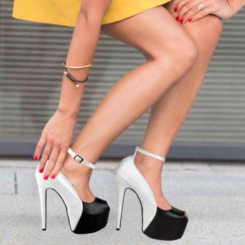 İnce Topuk Beyaz Rugan Siyah Burnu Açık Platform Ayakkabı