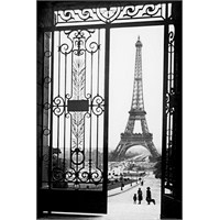 Paris Gates Maxi Poster