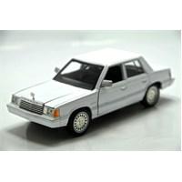 Motormax 1:241982 Dodge Aires K -Beyaz Model Araba