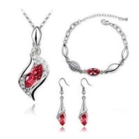 Yüksek Kalite Marka Tasarım Takı Setleri Yeni Moda Kırmızı Kristal Kolye Küpe Bileklik