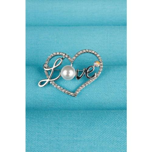 Çınar E-Ticaret Love Yazı Tasarımlı Ve İnci Detaylı Bayan Kalp Broş