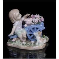 Kız Çocuk Ve Hayvanları Figürlü Porselen Biblo