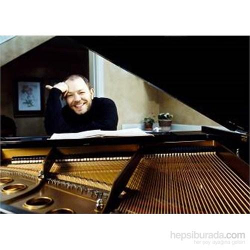 Özgür Aydın – Piano