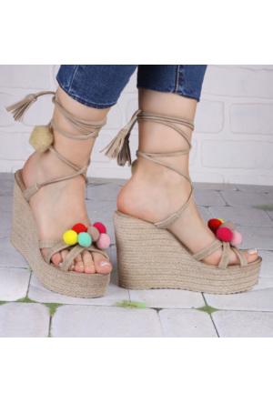 İnce Topuk Bej Dolgu Topuk Ponponlu Ayakkabı