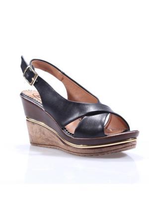 Perim 713 Çapraz Bantlı Cilt Dolgu Topuk Bayan Sandalet