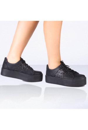İnce Topuk Siyah Kalın Tabanlı Spor Ayakkabı