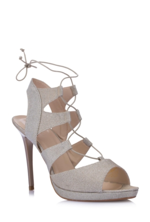 DeFacto Topuklu Bağcık Detaylı Ayakkabı