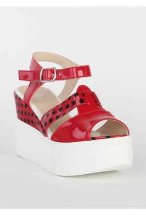 Markazen Puantiyeli Rugan Dolgu Topuk Ayakkabı - Kırmızı