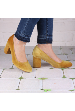 İnce Topuk Hardal Kadife Kısa Topuklu Ayakkabı