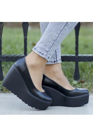 İnce Topuk Siyah Süet Dolgu Topuk Ayakkabı