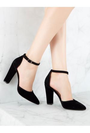 Mecrea Exclusive Simi Siyah Bilekten Bantlı Topuklu Ayakkabı
