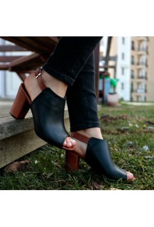 İnce Topuk Siyah Topuklu Ayakkabı