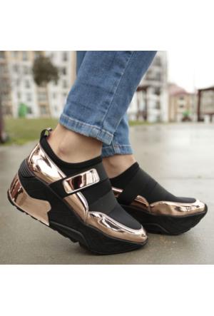 İnce Topuk Kalın Taban Spor Ayakkabı
