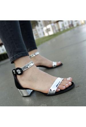 İnce Topuk Kısa Topuklu Bilekten Bağlamalı Ayakkabı