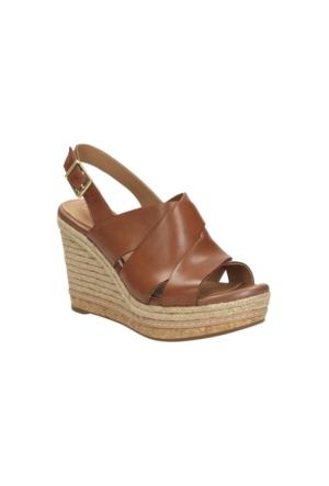 Clarks Amelia Dally Kadın Dolgu Topuk Sandalet Taba