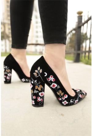İnce Topuk Nakış İşlemeli Topuklu Ayakkabı 7YAZA0103416