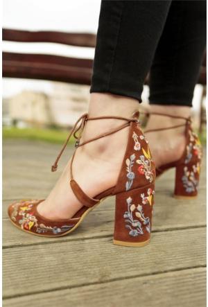 İnce Topuk Nakış İşlemeli Topuklu Ayakkabı 7YAZA0104425