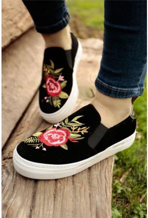 İnce Topuk Nakış İşlemeli Spor Ayakkabı 7YAZA0111416