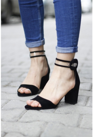 İnce Topuk Bilekten Bağlamalı Topuklu Ayakkabı 7YAZA0113416