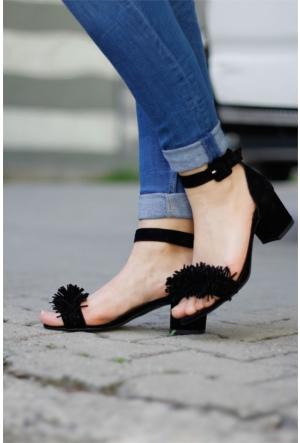 İnce Topuk Püsküllü Kısa Topuklu Ayakkabı 7YAZA0118416