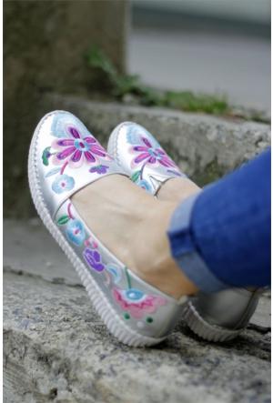 İnce Topuk Nakış İşlemeli Spor Ayakkabı 7YAZA0124367