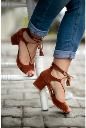 İnce Topuk İpli Kısa Topuklu Ayakkabı