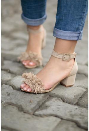 İnce Topuk Püsküllü Kısa Topuklu Ayakkabı