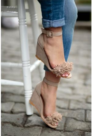 İnce Topuk Püsküllü Dolgu Topuklu Ayakkabı