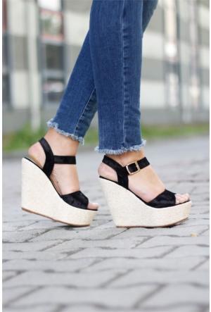 İnce Topuk Dolgu Topuk Sandalet