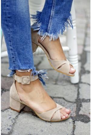 İnce Topuk Kısa Topuklu Ayakkabı