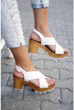 İnce Topuk Çapraz Bant Kalın Topuklu Ayakkabı