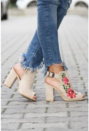 İnce Topuk Kalın Topuklu Nakışlı Ayakkabı