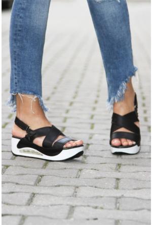 İnce Topuk Düz Bant Sandalet