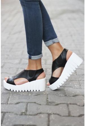 İnce Topuk Sandalet