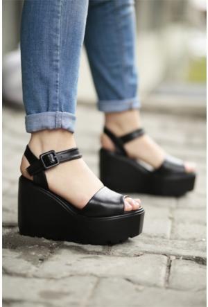 İnce Topuk Dolgu Topuklu Sandalet