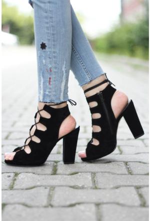 İnce Topuk İpli Topuklu Ayakkabı