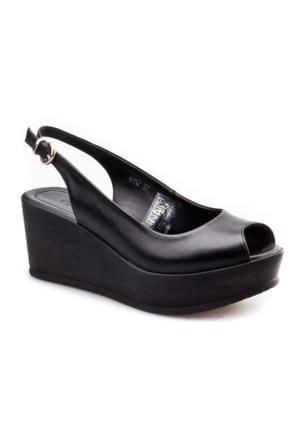 Cabani Dolgu Topuk Günlük Kadın Sandalet Siyah Deri