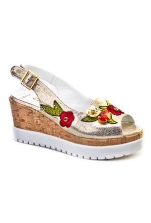 Cabani Çiçek Nakışlı Dolgu Topuk Günlük Kadın Sandalet Gri Deri