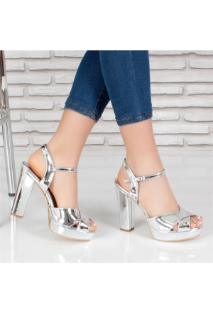 Monetta Gümüş Rugan Platform Topuklu Kadın Ayakkabı 130