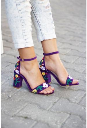 İnce Topuk Nakış İşlemeli Topuklu Ayakkabı 7YAZA0168662
