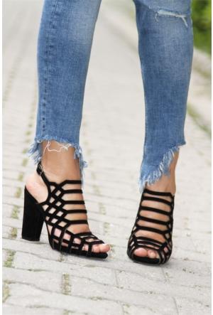 İnce Topuk Lazer Kesim Topuklu Sandalet Siyah