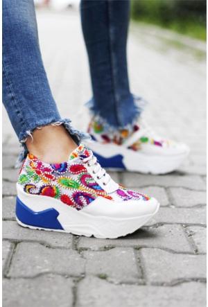 İnce Topuk Nakış İşlemeli Spor Ayakkabı Beyaz