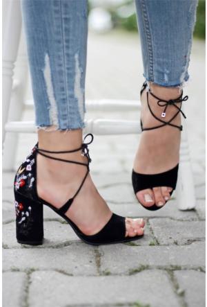İnce Topuk Nakışlı Topuklu Sandalet Siyah