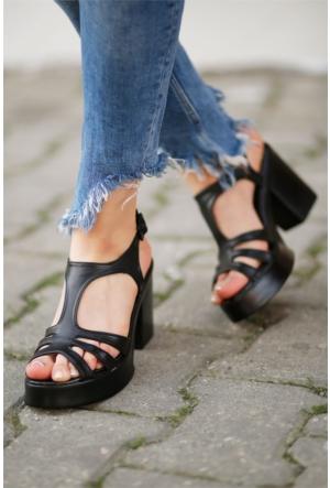 İnce Topuk Topuklu Sandalet Siyah
