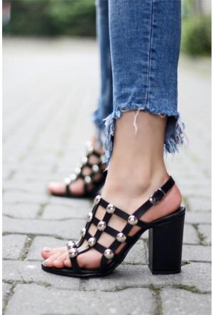 İnce Topuk Troklu Topuklu Sandalet Siyah
