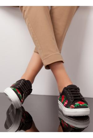 Ayakkabı - Siyah Nakışlı - Ayakkabı Havuzu